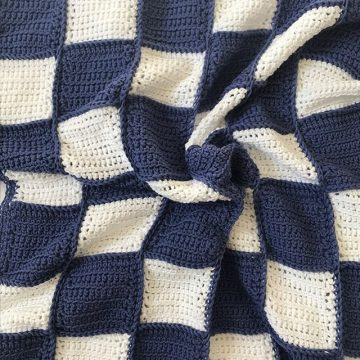 The XL Bassinet Blanket - navy and white