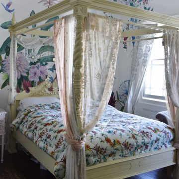 Hummingbird bedspread and quilt
